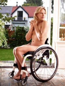 dutch-wheelchair-tennis-player-esther-vergeer-goes-topless-during-a-photoshoot-for-a-magazine